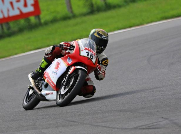 Honda rider Senthil Kumar finished 1st in Pro Stock 165cc